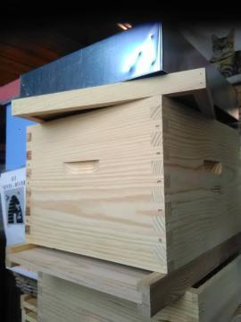 Ruche Dadant complète, magasin de materiel d'apiculture en Normandie, calvados, orne, manche,eure, seine-maritime
